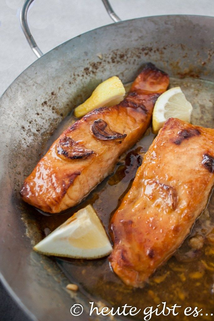 Honey and garlic salmon, a very simple dish with fish that is perfect for …