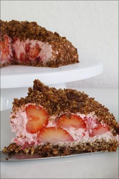 Lowcarb Mole Cake with strawberries