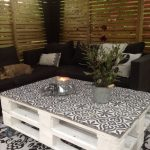 Paint pallets in a white color to make them look even more modern  € ...