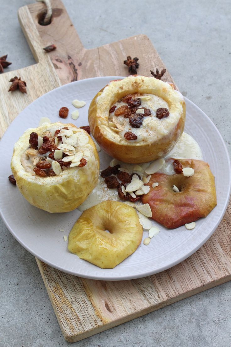 Recipe: Baked apple with vanilla sauce {clean eating and no sugar}