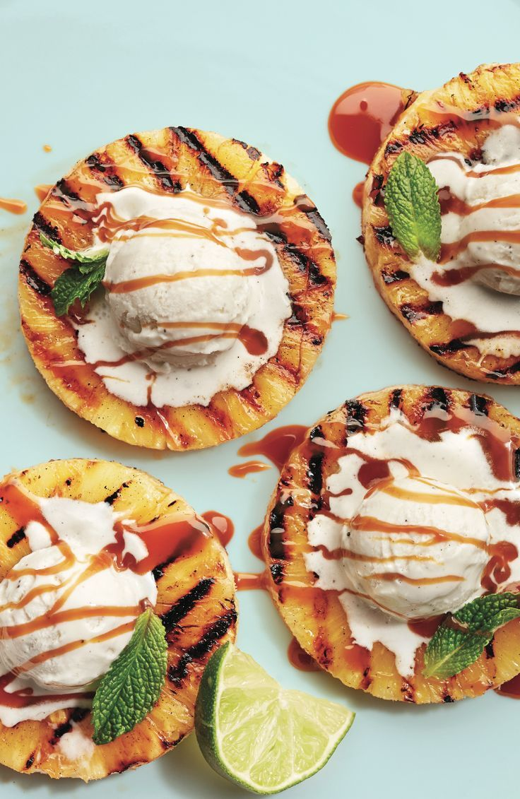 Tempting dessert for the summer party: Grilled pineapple with ice and kara …