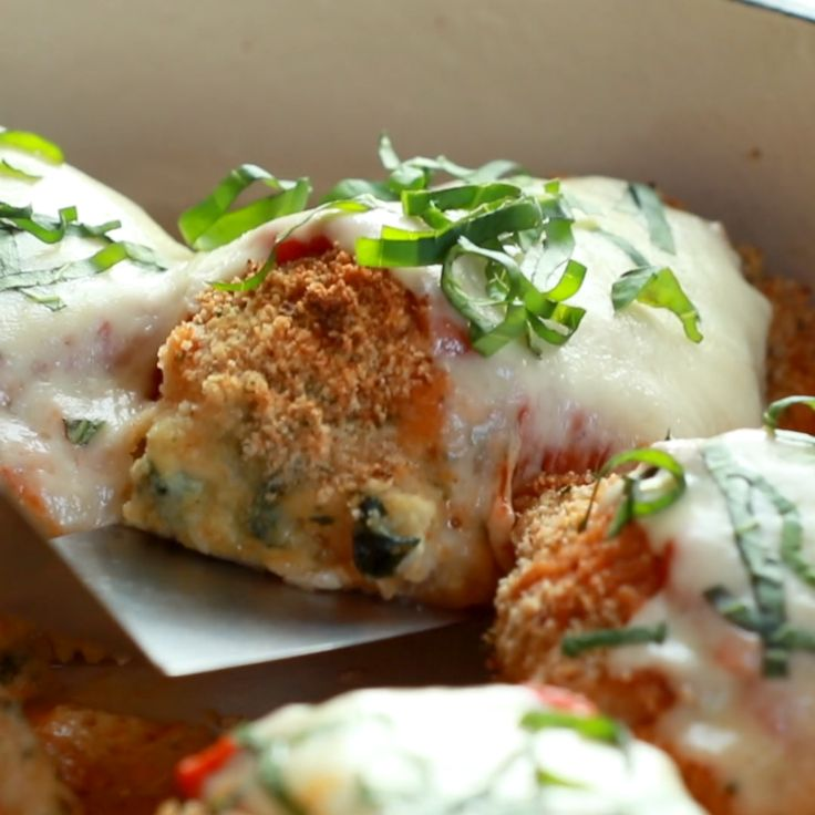 This recipe for Baked Mozzarella Chicken Rolls is easy, delicious, and beautiful…