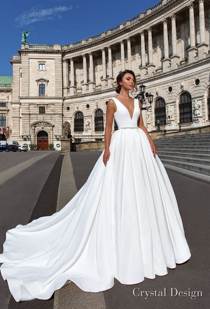 """Crystal Design 2018 Bridal Gowns – """"Royal Garden"""" & Haute Couture Bridal Collections"""