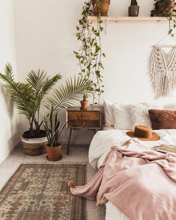 I houseplantclub I bohemiandecor I boho I plants I cosy I bed I bedroom I sheets…