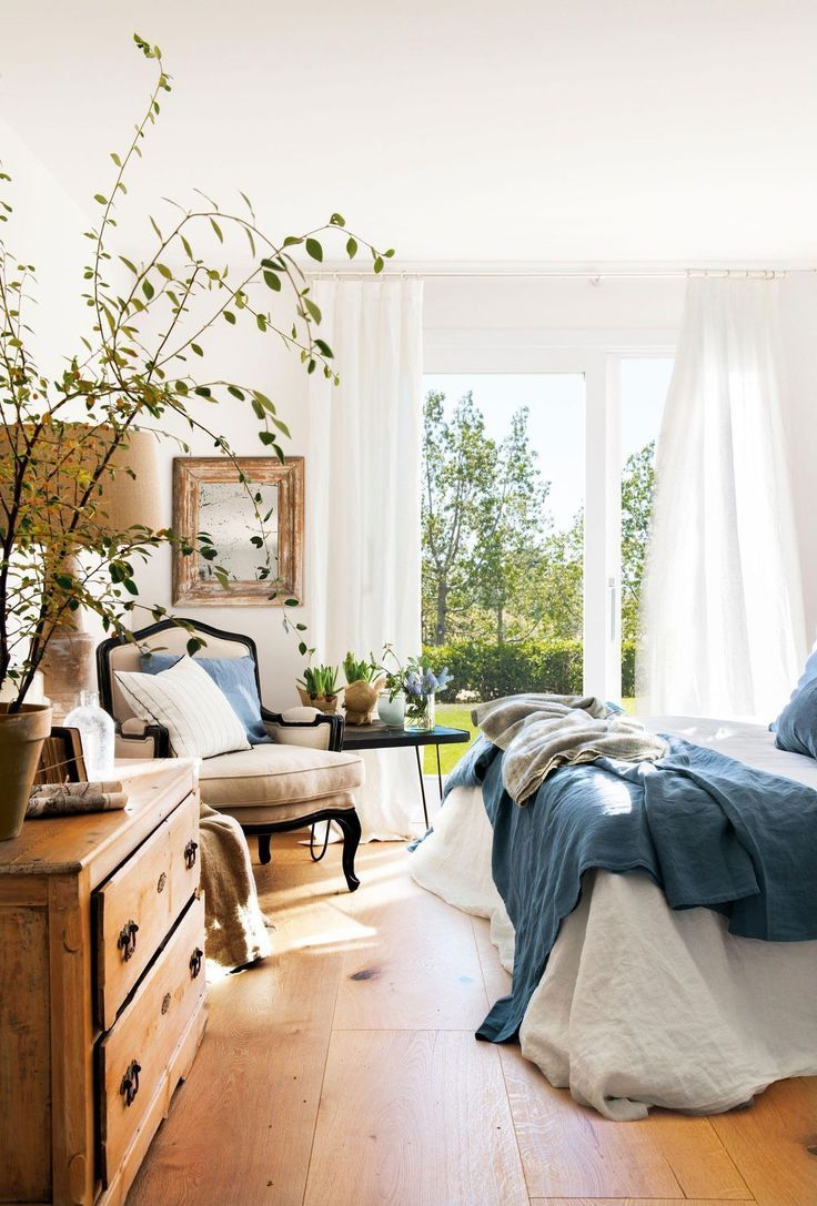 Relaxed chic bedroom with linen hid360.com #bedding #entspa …