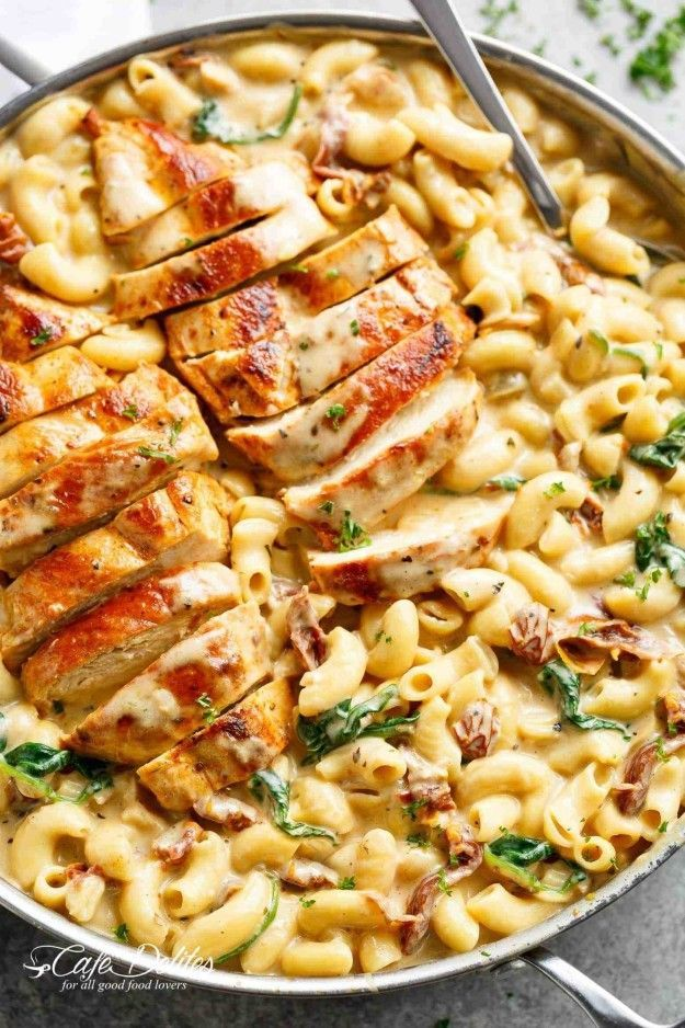 This stovetop mac 'n' cheese recipe comes together in 30 minutes and tas…