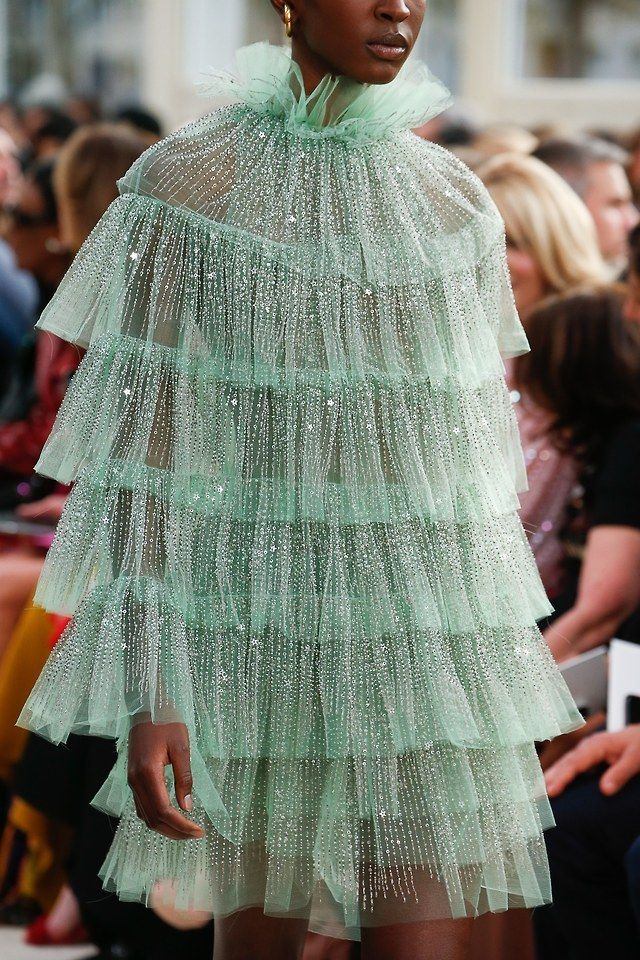 Valentino SS19 | chanelbagsandcigarettedrags